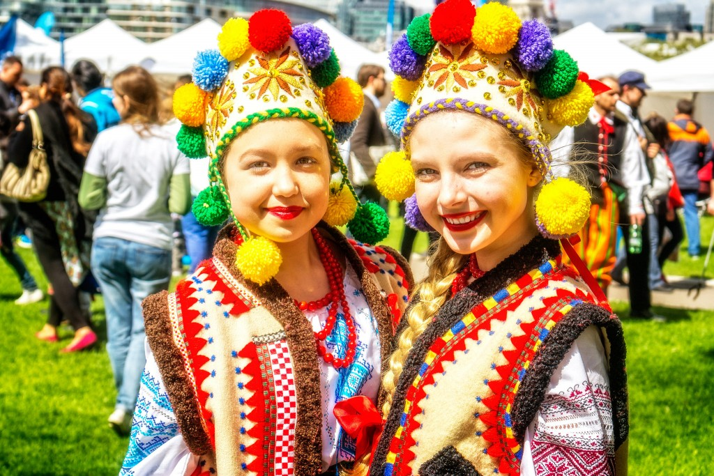 Image of two young women in traditional Polish dress