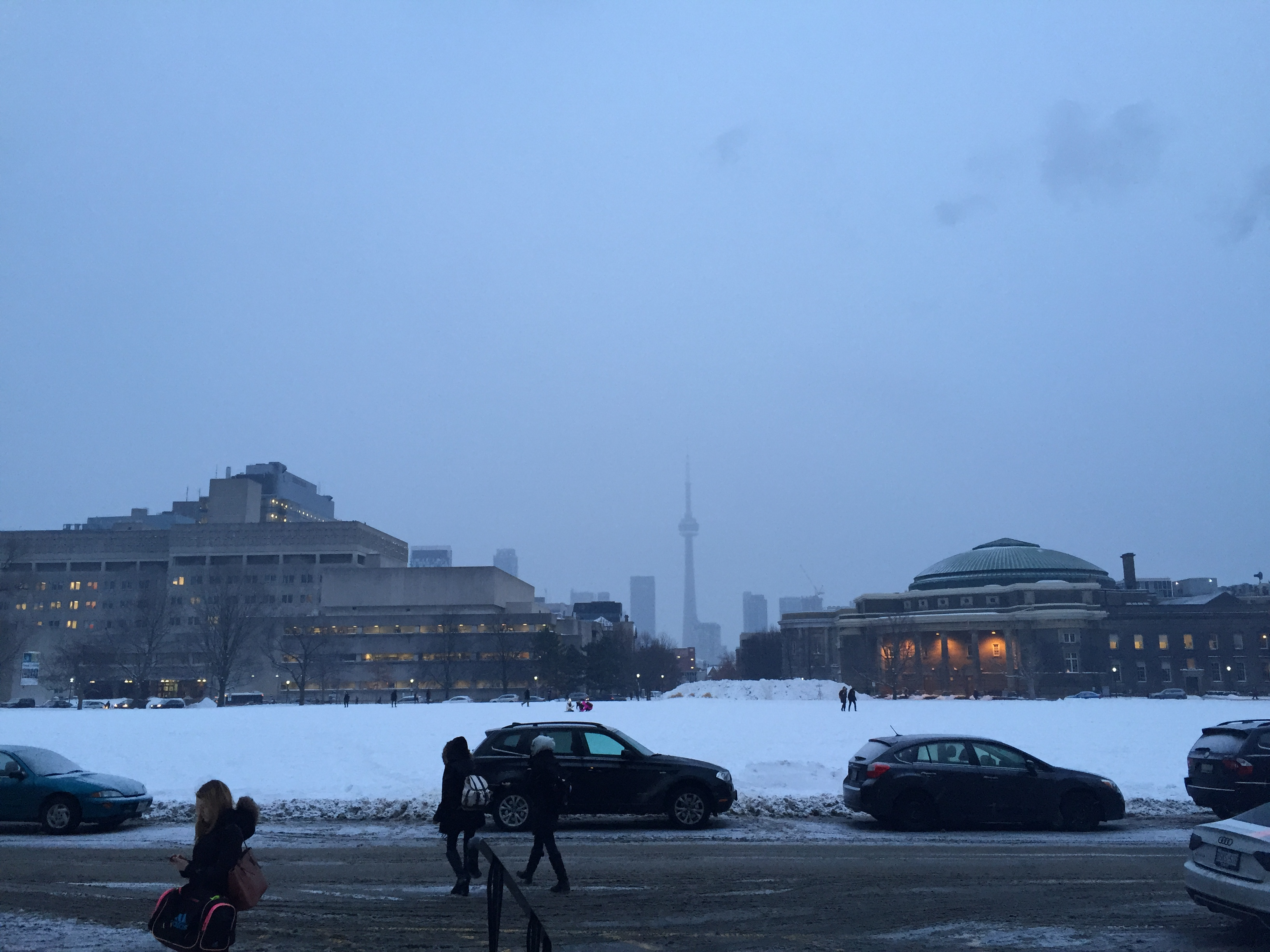 Picture of King's college circle with blurred CN tower in the background