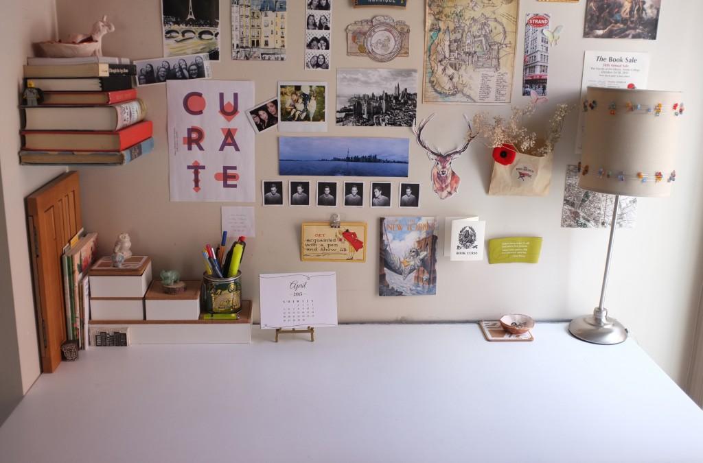 a spotless clean desk