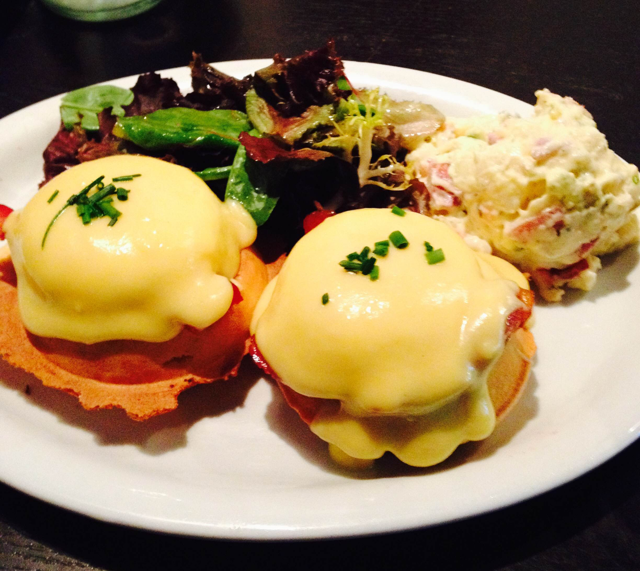 Picture of eggs benny breakfast platter.