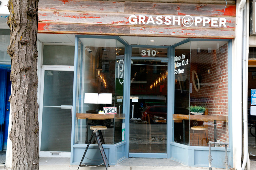 Photo showing the entrance of Grasshopper restaurant)