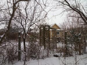 Snowy garden hut on the path to Lund
