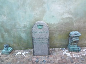 Also in Helsingør, down a small alley between some houses, I found this sculpture of Hamlet's tombstone plus books and skull, just a little reminder of the area's literary history!