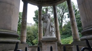 St. Bernard's Well: Statues, like this one of Hygieia, are one of reason why Edinburgh is referred to as the Athens of the North