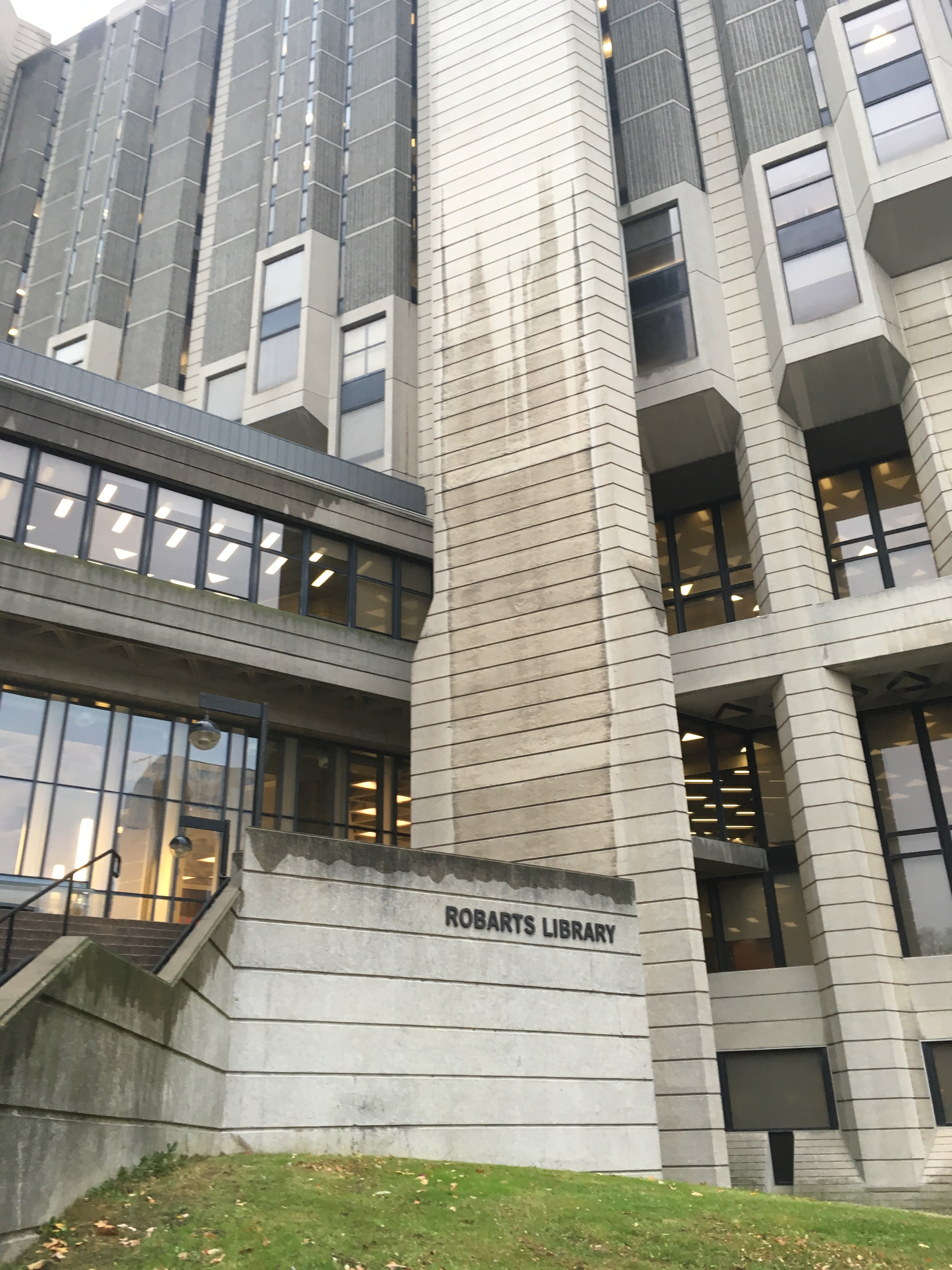 Photo of Robarts Library, University of Toronto