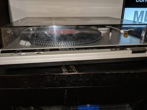 A turntable, used to play vinyls