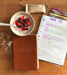 Picture of my agenda, yogurt, notes, and pens
