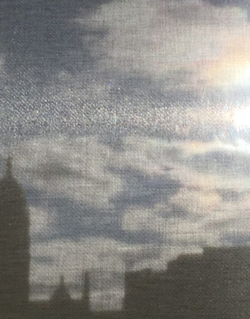 A picture of a blurry skyline