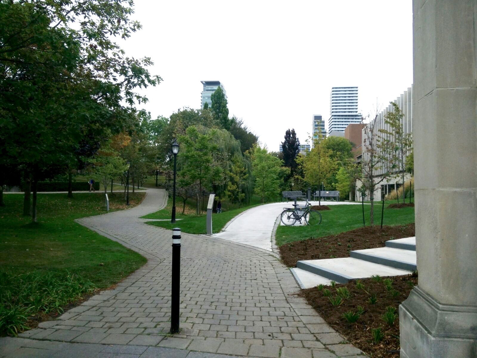 picture of different path in Philosopher's Walk