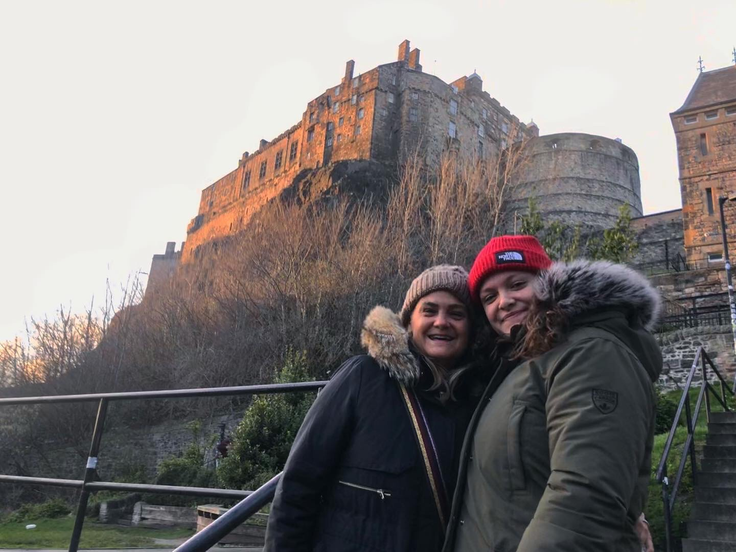 Francesca and her mom smiling in front of the Edinburgh castle